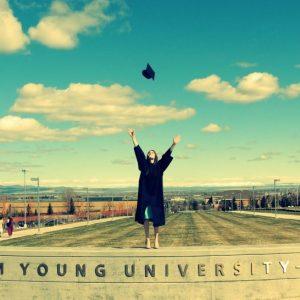 BYUアイダホの卒業時の写真